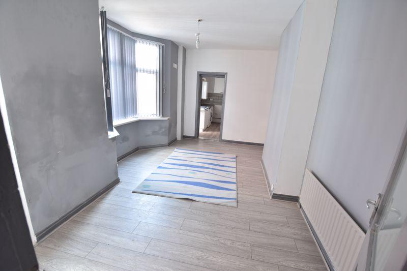 3 bedroom  to buy in Avondale Road, Luton - Photo 6