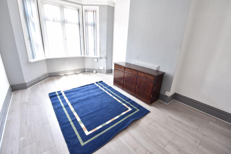 3 bedroom  to buy in Avondale Road, Luton - Photo 8