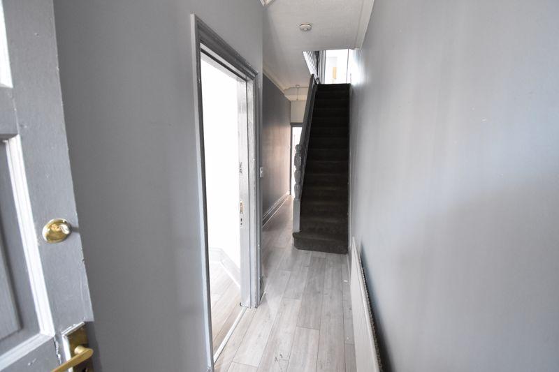 3 bedroom  to buy in Avondale Road, Luton - Photo 9