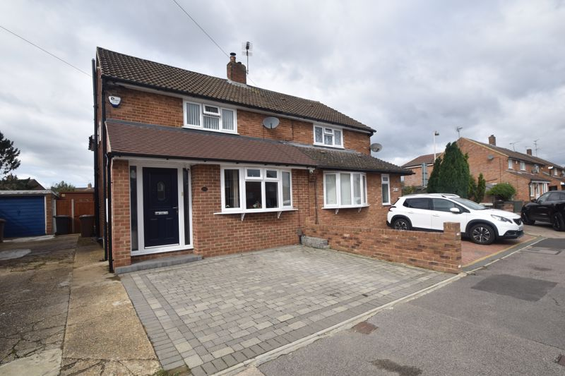3 bedroom Semi-Detached  to buy in Chesford Road, Luton