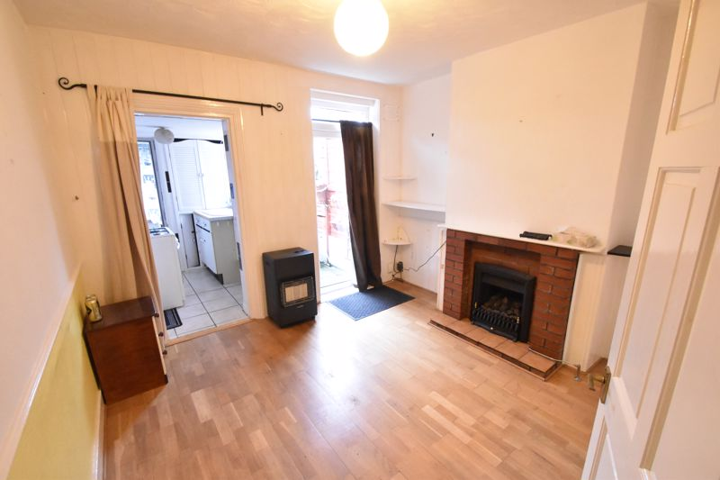 2 bedroom Mid Terrace to buy in Ashton Road, Luton - Photo 3