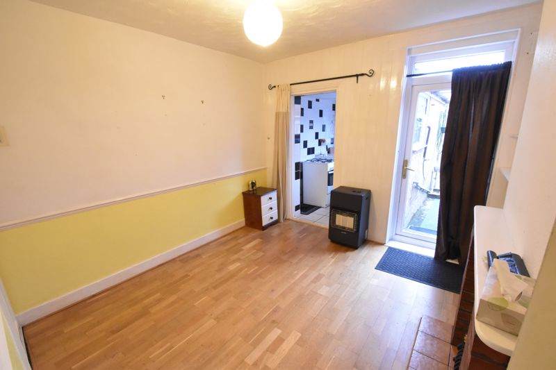 2 bedroom Mid Terrace to buy in Ashton Road, Luton - Photo 4