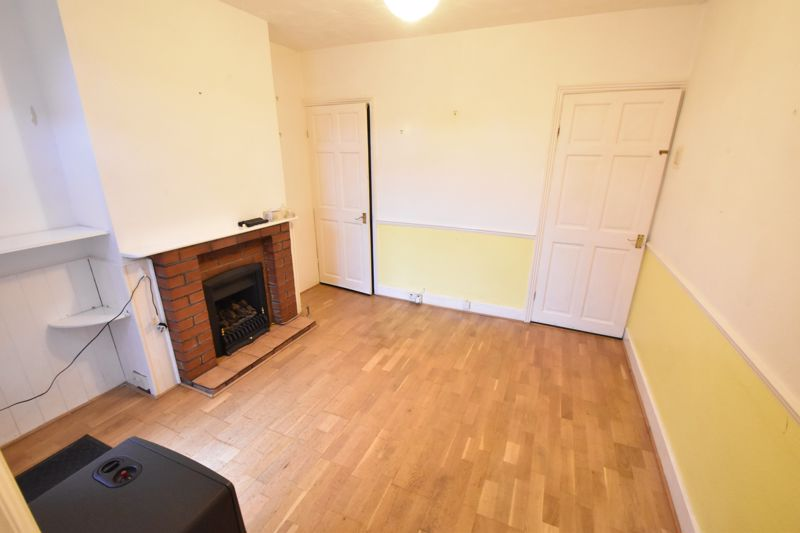 2 bedroom Mid Terrace to buy in Ashton Road, Luton - Photo 5
