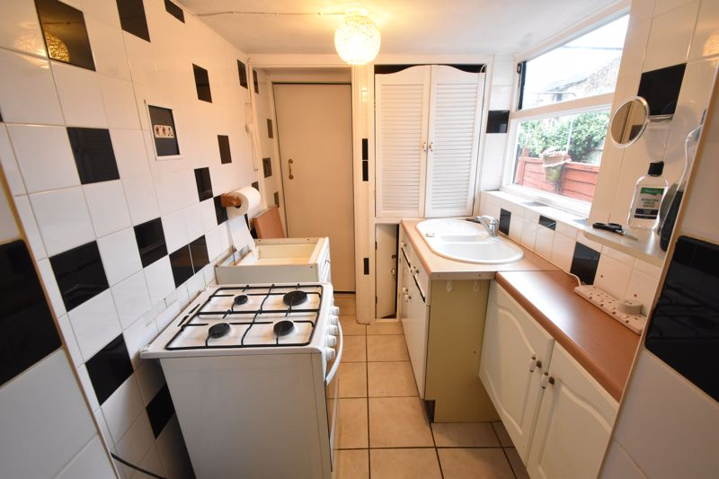 2 bedroom Mid Terrace to buy in Ashton Road, Luton - Photo 6