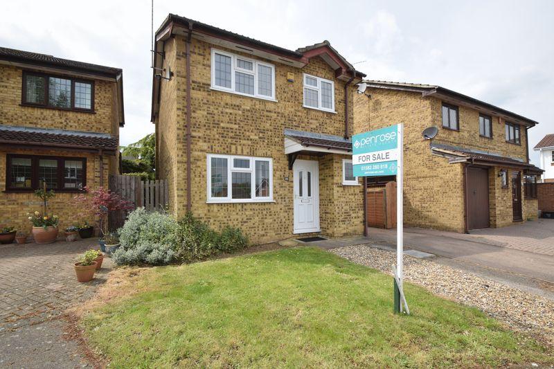 3 bedroom Detached  to buy in Albury Close, Luton
