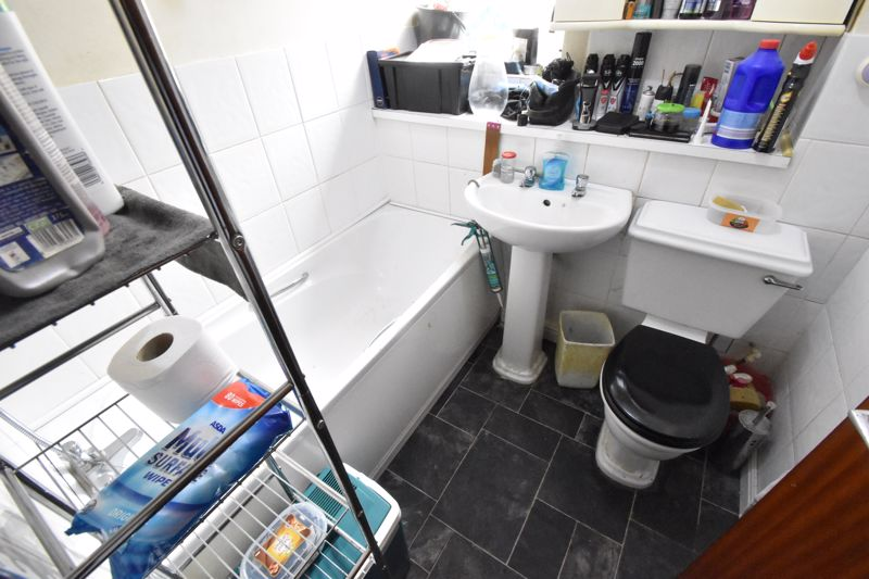 2 bedroom Flat to buy in Moulton Rise, Luton - Photo 6