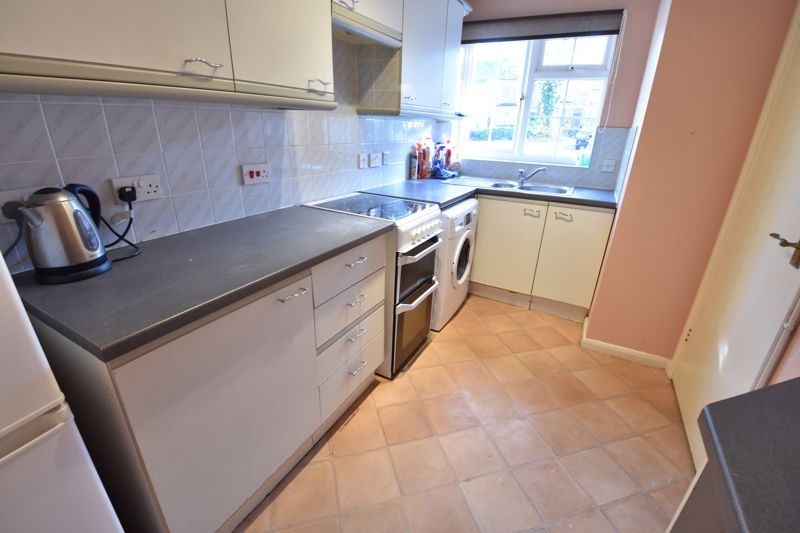 2 bedroom Semi-Detached  to buy in Somersby Close, Luton - Photo 2