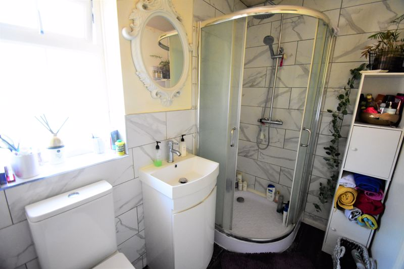 2 bedroom Semi-Detached  to buy in Somersby Close, Luton - Photo 5