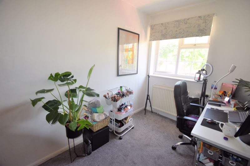 2 bedroom Semi-Detached  to buy in Somersby Close, Luton - Photo 6