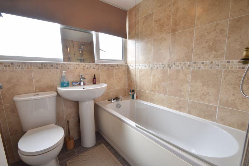 2 bedroom Maisonette to buy in Brendon Avenue, Luton - Photo 4