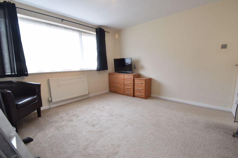 2 bedroom Maisonette to buy in Brendon Avenue, Luton - Photo 10