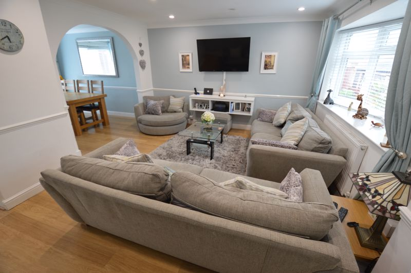 4 bedroom Semi-Detached  to buy in Redgrave Gardens, Luton - Photo 2