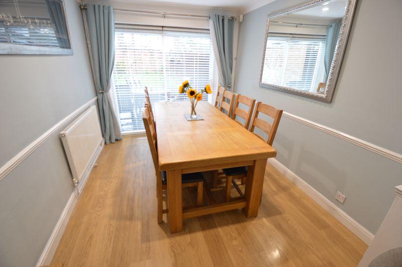 4 bedroom Semi-Detached  to buy in Redgrave Gardens, Luton - Photo 3