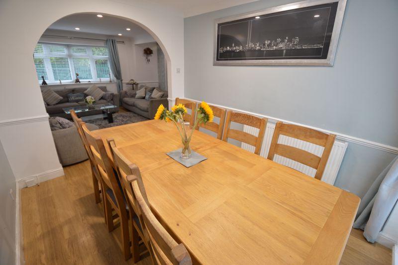 4 bedroom Semi-Detached  to buy in Redgrave Gardens, Luton - Photo 4