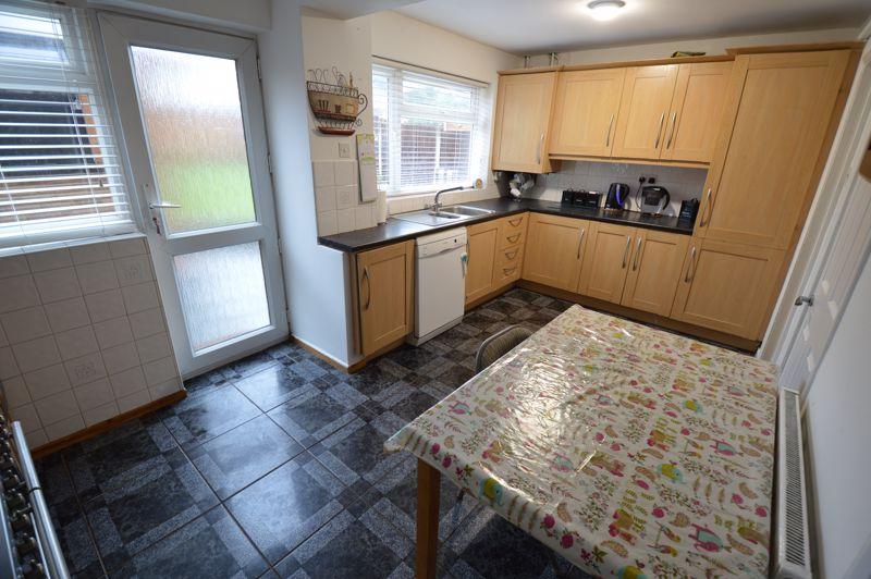 4 bedroom Semi-Detached  to buy in Redgrave Gardens, Luton - Photo 5