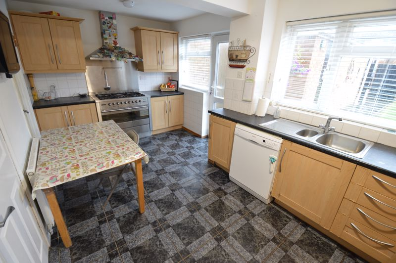 4 bedroom Semi-Detached  to buy in Redgrave Gardens, Luton - Photo 6