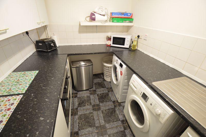 4 bedroom Semi-Detached  to buy in Redgrave Gardens, Luton - Photo 7