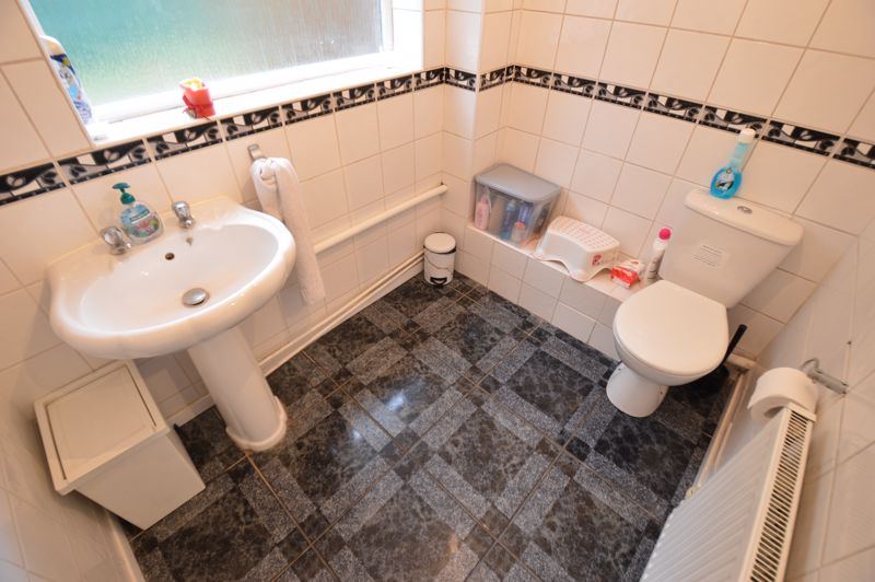 4 bedroom Semi-Detached  to buy in Redgrave Gardens, Luton - Photo 8