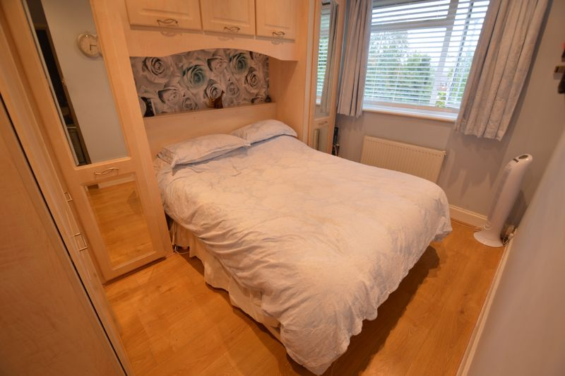 4 bedroom Semi-Detached  to buy in Redgrave Gardens, Luton - Photo 9