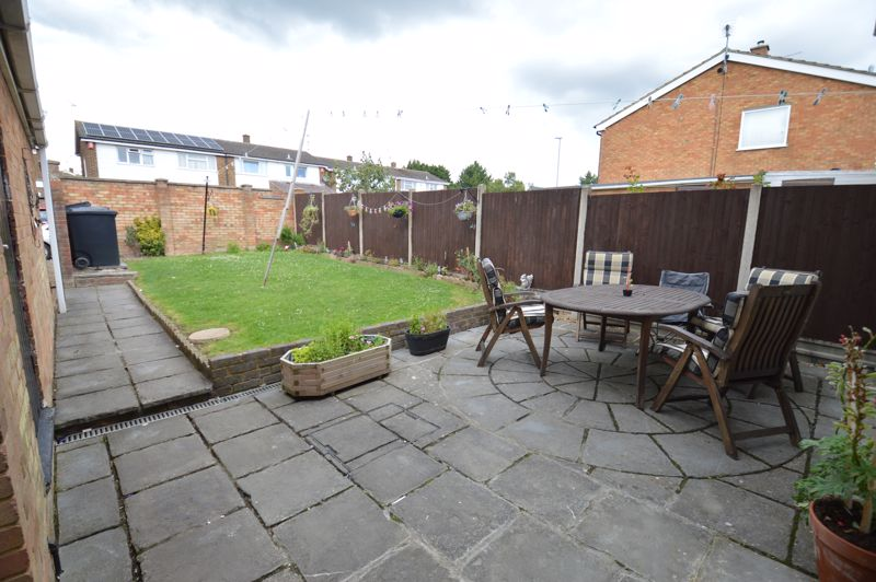 4 bedroom Semi-Detached  to buy in Redgrave Gardens, Luton - Photo 15