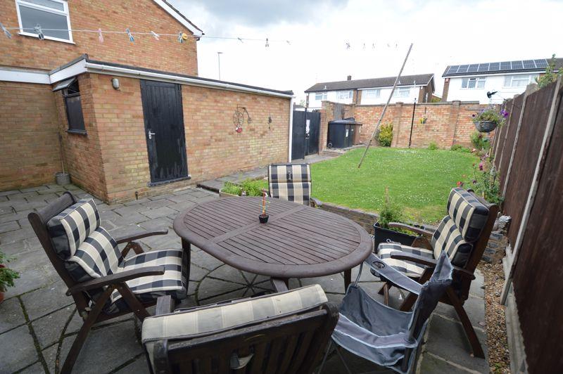 4 bedroom Semi-Detached  to buy in Redgrave Gardens, Luton - Photo 16