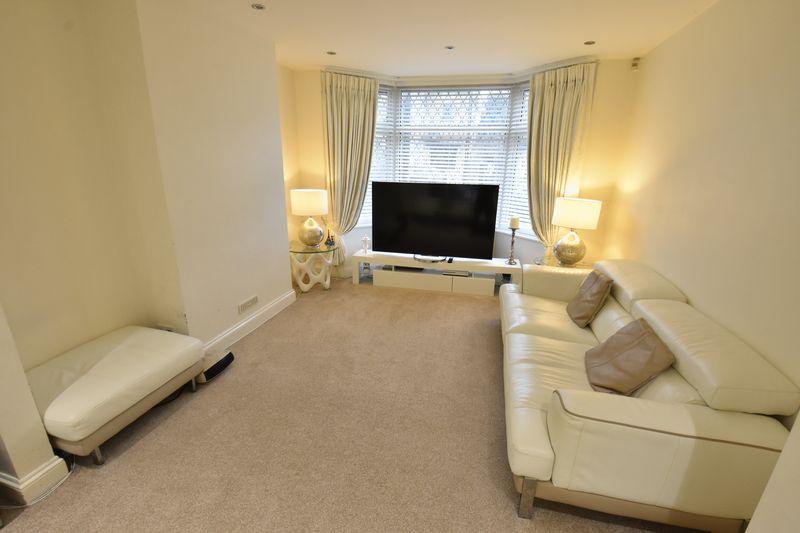 3 bedroom Semi-Detached  to buy in Alton Road, Luton - Photo 2