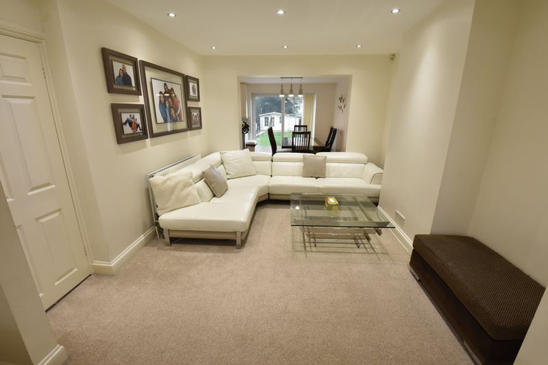 3 bedroom Semi-Detached  to buy in Alton Road, Luton - Photo 3