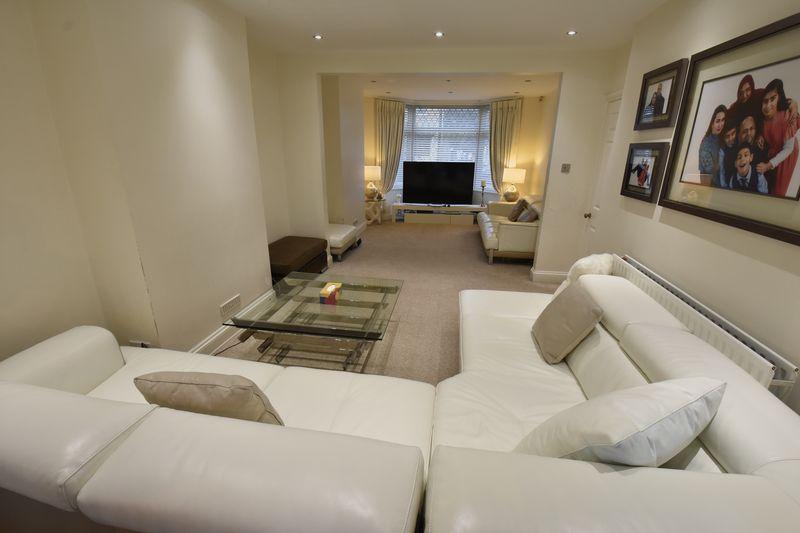 3 bedroom Semi-Detached  to buy in Alton Road, Luton - Photo 4