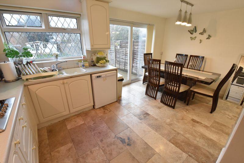 3 bedroom Semi-Detached  to buy in Alton Road, Luton - Photo 5