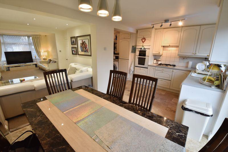 3 bedroom Semi-Detached  to buy in Alton Road, Luton - Photo 6