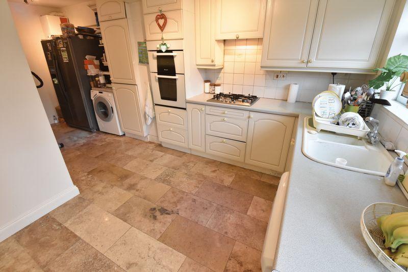 3 bedroom Semi-Detached  to buy in Alton Road, Luton - Photo 7