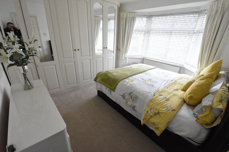 3 bedroom Semi-Detached  to buy in Alton Road, Luton - Photo 8