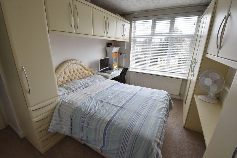 3 bedroom Semi-Detached  to buy in Alton Road, Luton - Photo 9