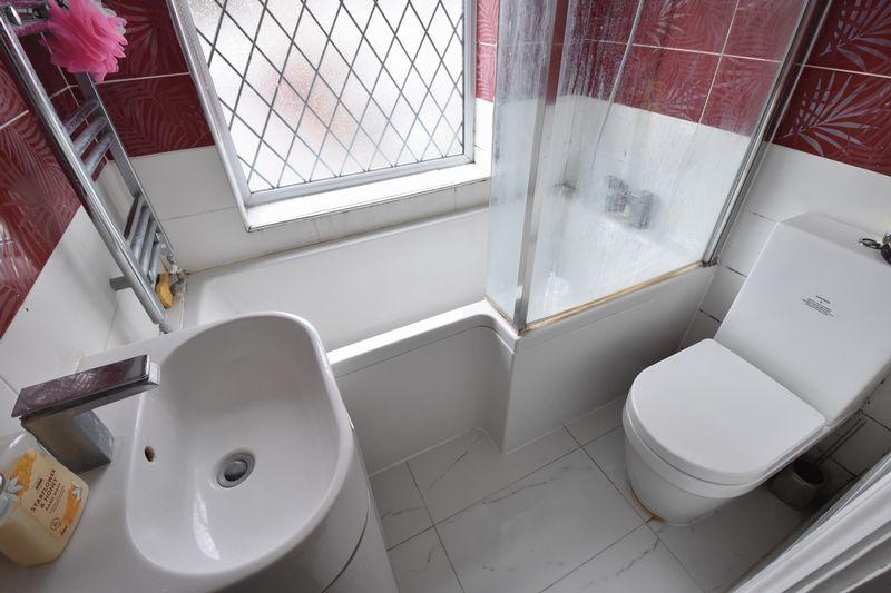 3 bedroom Semi-Detached  to buy in Alton Road, Luton - Photo 12