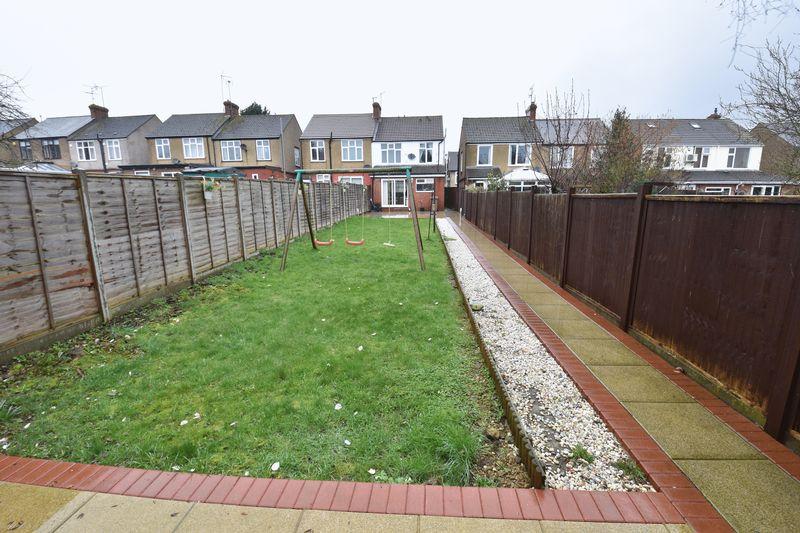 3 bedroom Semi-Detached  to buy in Alton Road, Luton - Photo 14