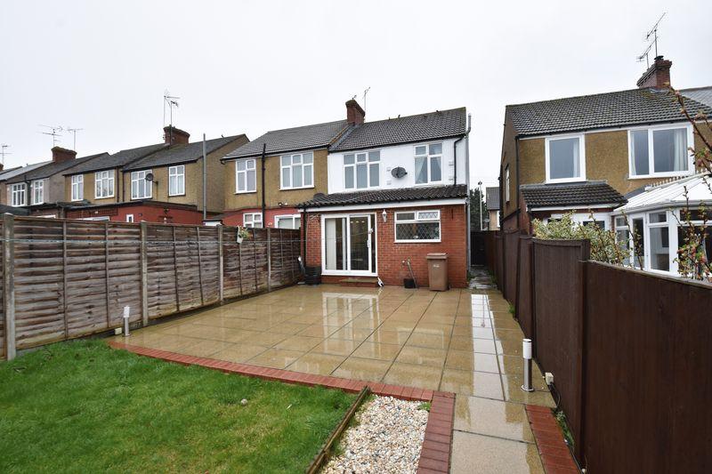 3 bedroom Semi-Detached  to buy in Alton Road, Luton - Photo 16