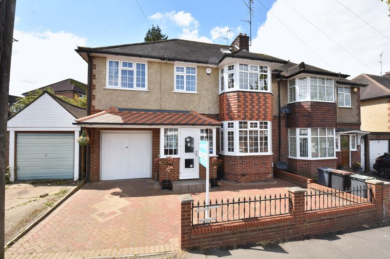 5 bedroom Semi-Detached  to buy in Blenheim Crescent, Luton