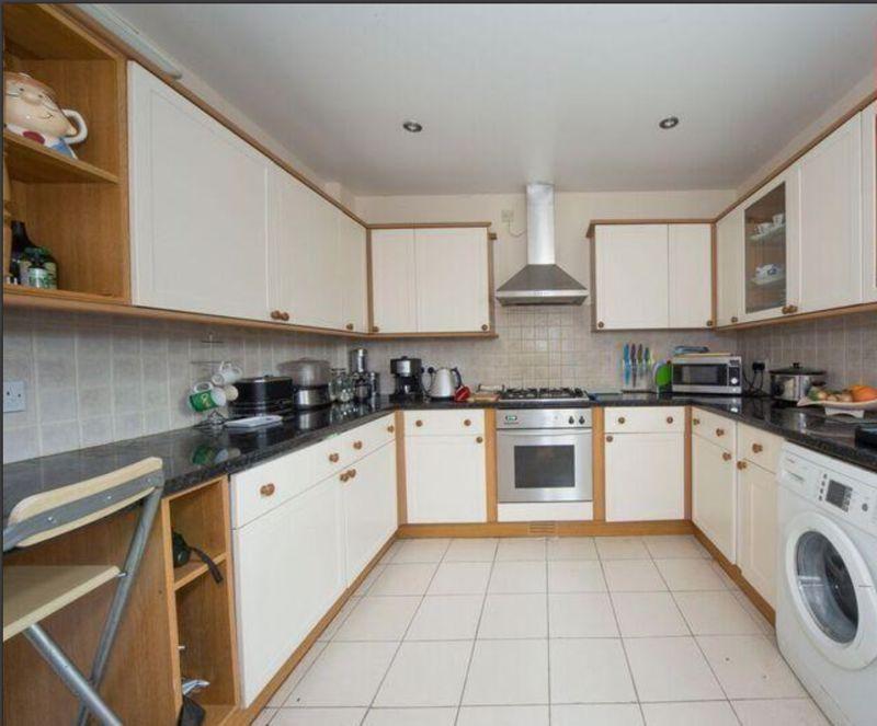 3 bedroom Detached  to buy in Compton Avenue, Luton - Photo 11