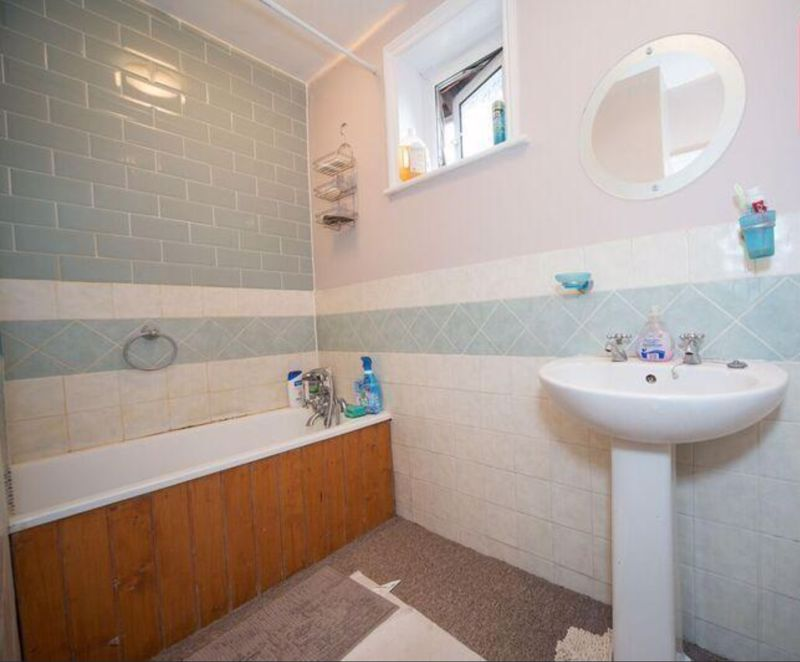 3 bedroom Detached  to buy in Compton Avenue, Luton - Photo 6