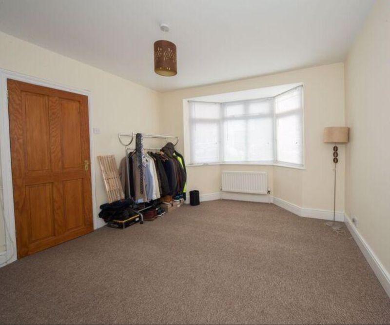 3 bedroom Detached  to buy in Compton Avenue, Luton - Photo 9