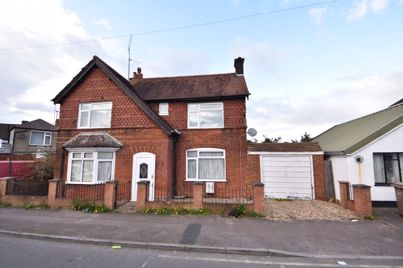 3 bedroom Detached  to buy in Compton Avenue, Luton