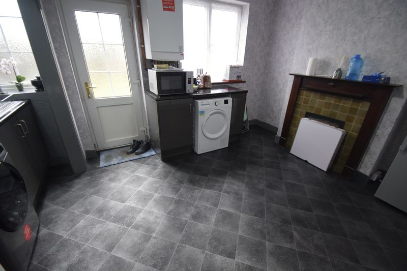 2 bedroom Mid Terrace to buy in Connaught Road, Luton - Photo 5
