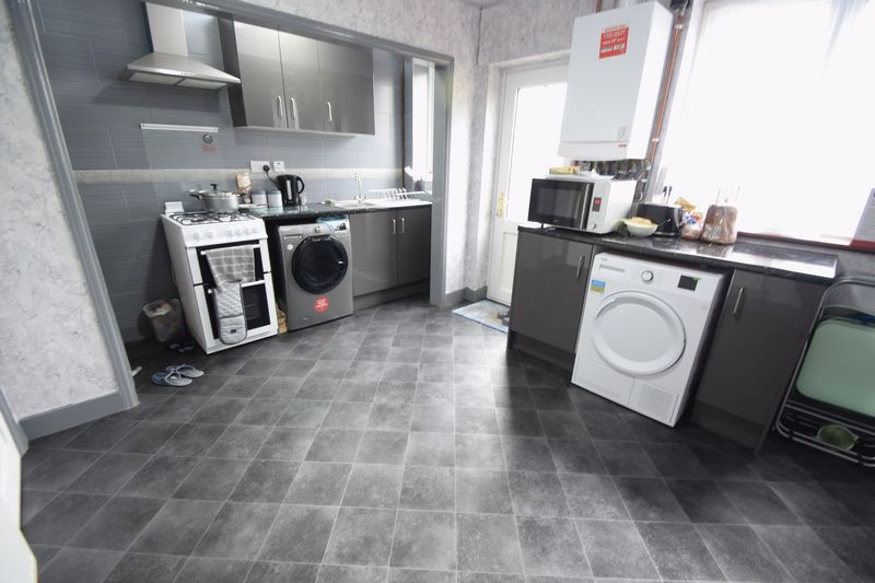 2 bedroom Mid Terrace to buy in Connaught Road, Luton - Photo 6