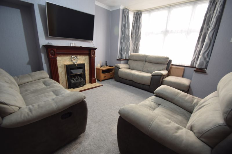 2 bedroom Mid Terrace to buy in Connaught Road, Luton - Photo 2