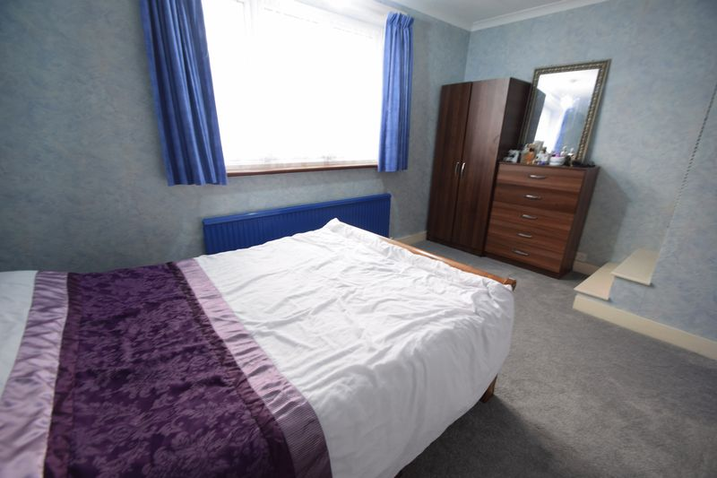 2 bedroom Mid Terrace to buy in Connaught Road, Luton - Photo 8