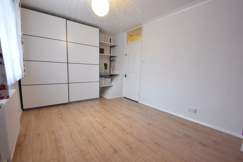 2 bedroom Mid Terrace to buy in Stapleford Road, Luton - Photo 5