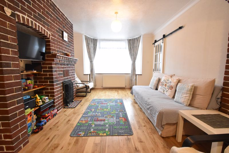 2 bedroom Mid Terrace to buy in Stapleford Road, Luton - Photo 14