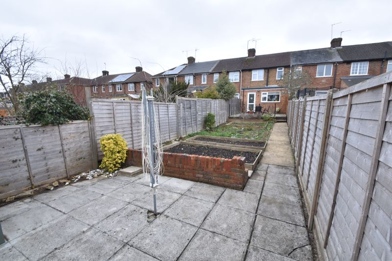 2 bedroom Mid Terrace to buy in Stapleford Road, Luton - Photo 21