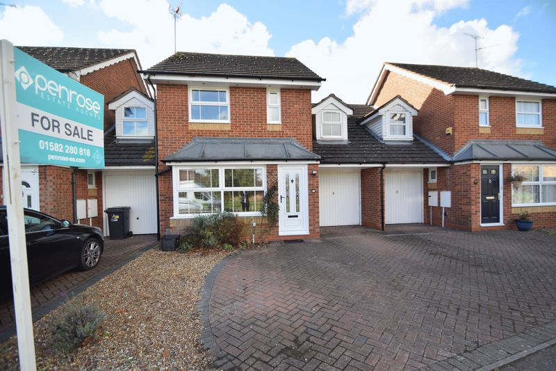 3 bedroom Mid Terrace to buy in Holford Way, Luton
