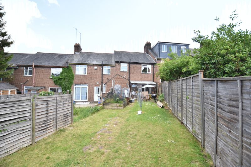 3 bedroom Mid Terrace to buy in Strathmore Avenue, Luton - Photo 4